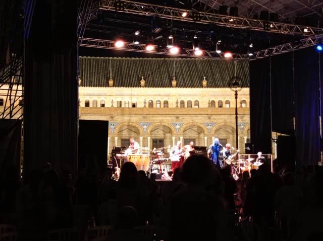 Mastodonte, 24 de julio, Plaza de España, Sevilla