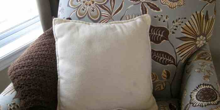 A Knitted Pillow Cover