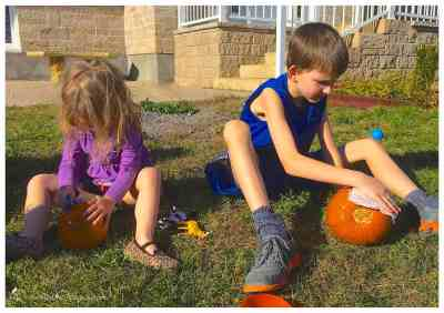 cleaning_pumpkins_before_painting
