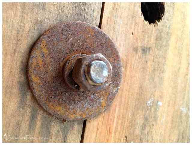 rusted-bolt-and-nut