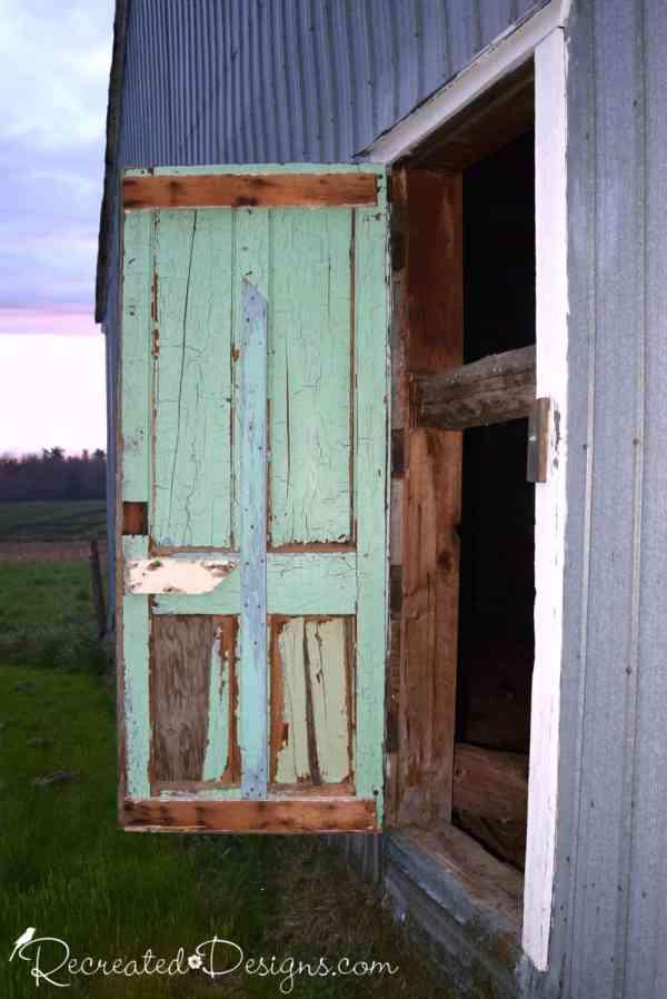 a beautiful chippy barn door, Hemmingford Quebec