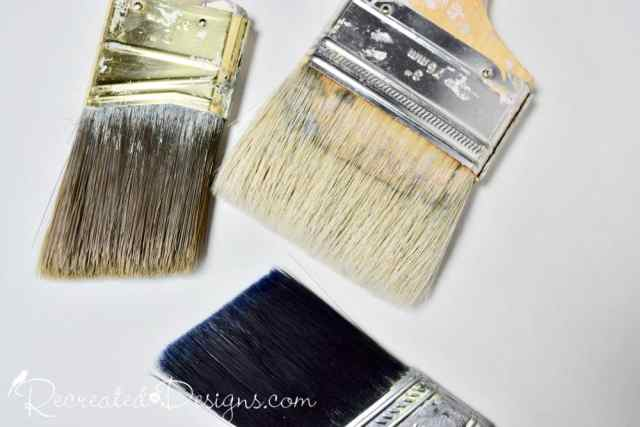synthetic and natural paint brush bristles