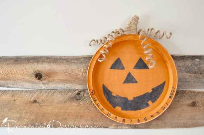 turn an old metal tray into a Halloween countdown memo board