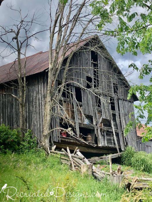 a broken down old barn in Eastern Ontario
