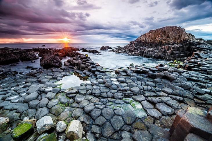 playa con rocas