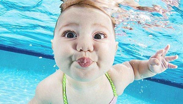 Chistosas Fotos De Beb Bajo El Agua