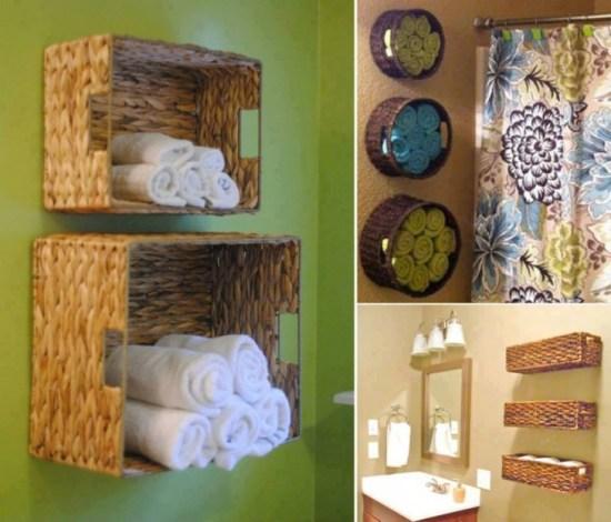 Canastas tejidas fijas en la pared como repisas de toallas dentro de un baño