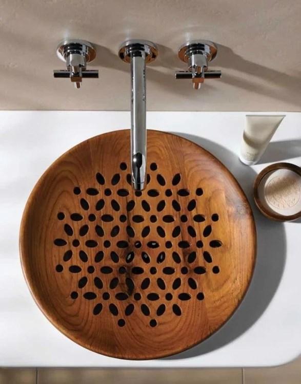 lavabo de baño con base redonda de madera con diseños de flores
