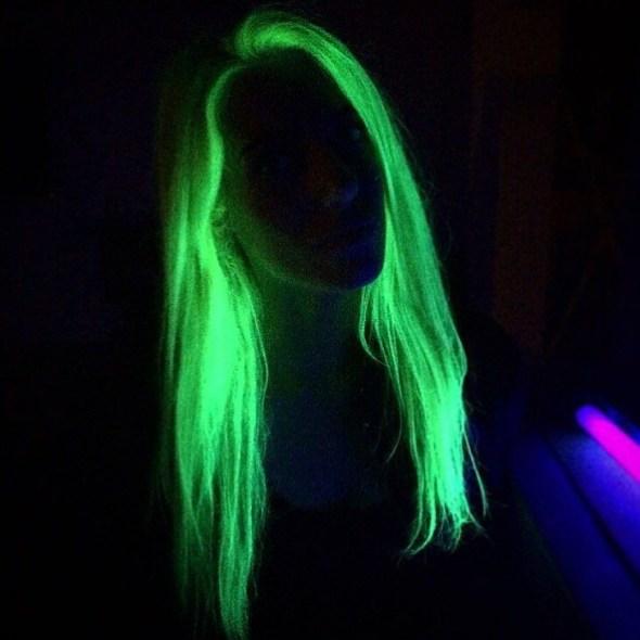 cabello verde que brilla en la oscuridad