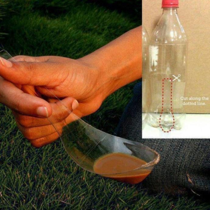 colher feita a partir de uma garrafa de plástico