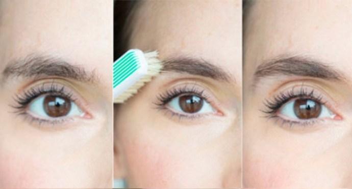 Mulher pentear as sobrancelhas com uma escova de dentes