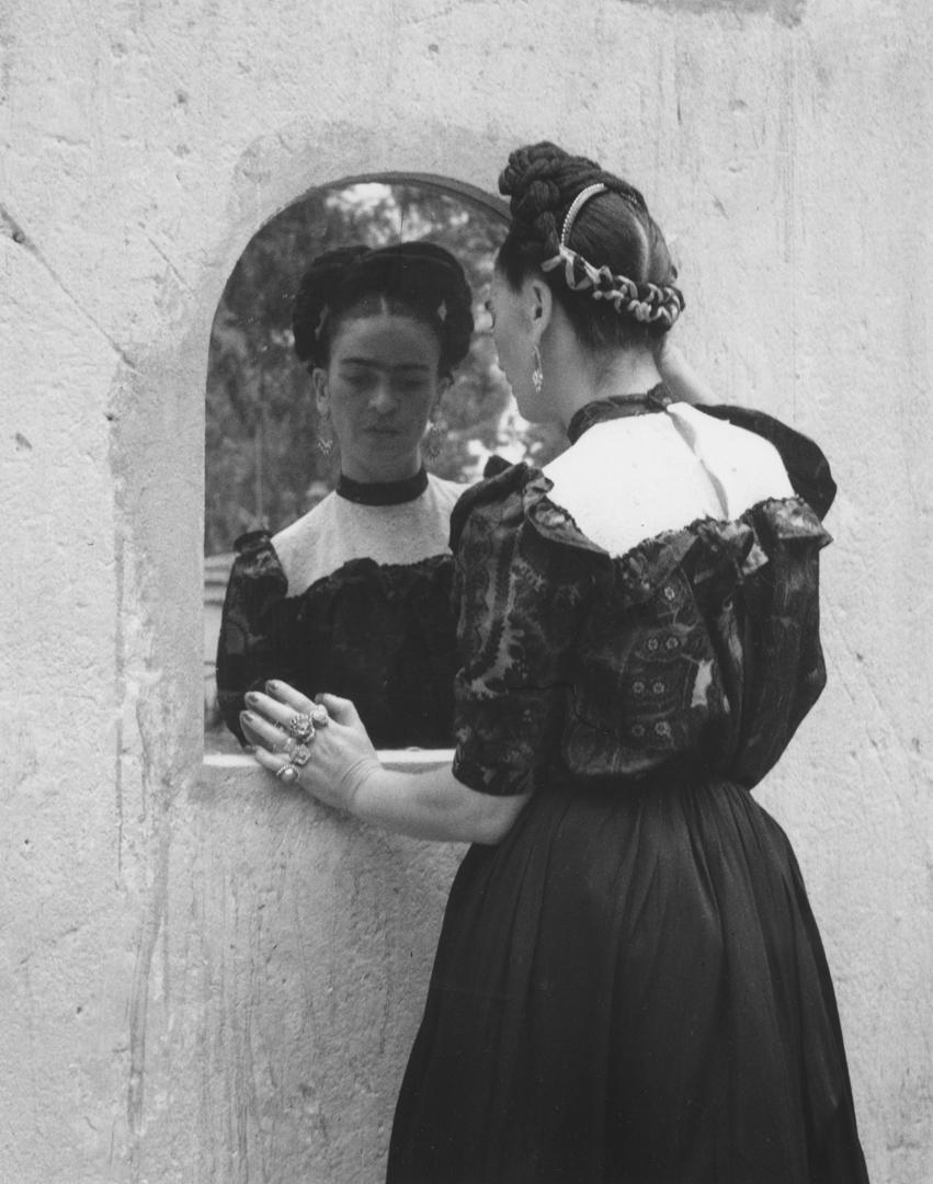 30 Fotografas inditas de Frida Kahlo en su intmidad