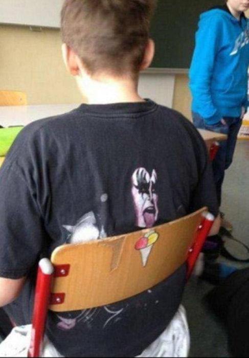 Niño con camisa de Kiss
