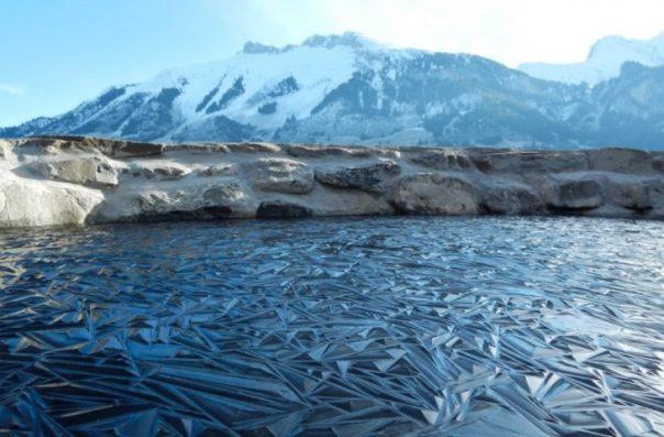 Lago congelado en formas geometricas