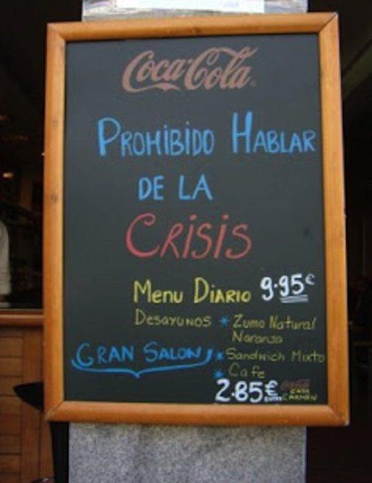 """Anuncio de bar """"prohibido hablar de la crisis"""""""