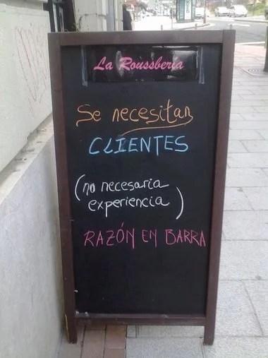 """Anuncio de bar """"Se necesitan clientes"""""""