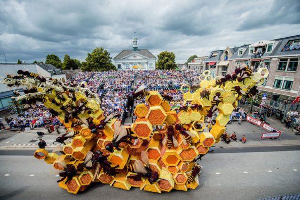 Gigantes esculturas florales - Panal de abejas