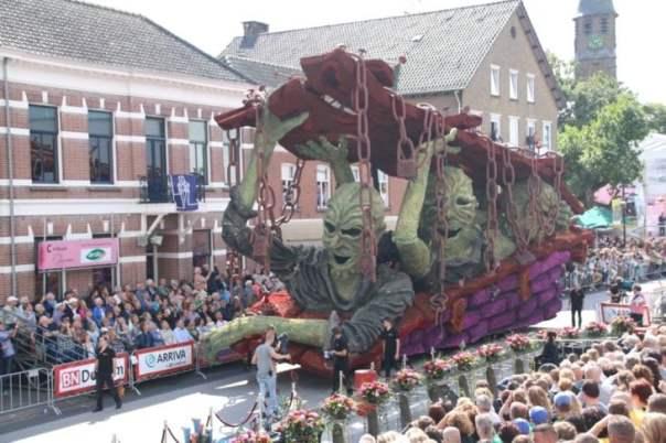 Gigantestas esculturas florales - Ataque zombie