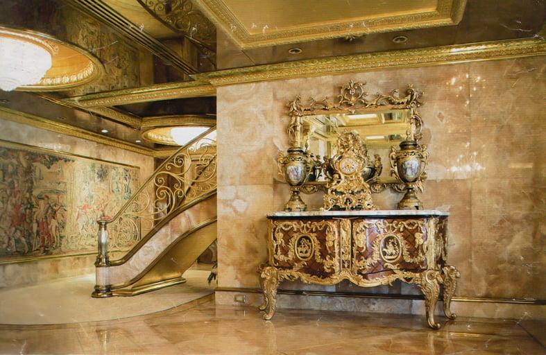 As es la lujosa residencia donde vive actualmente Trump