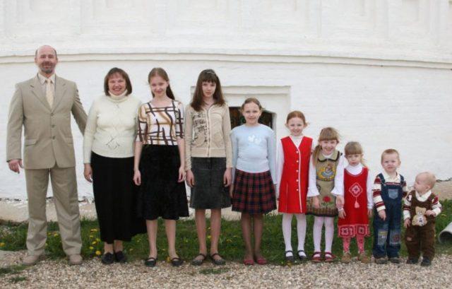 familia de pequeñas y al final 2 pequeños