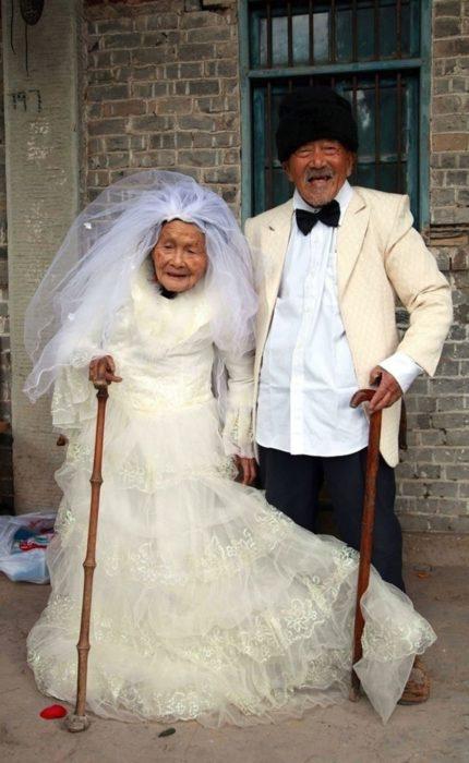 foto de boda de pareja que se casa ya viejitos