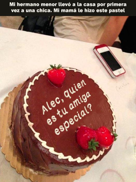 pastel que afirma alec quien es tu amiga especial