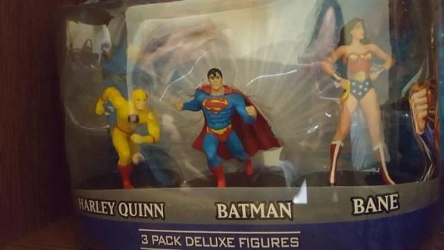superhéroes mal empacados