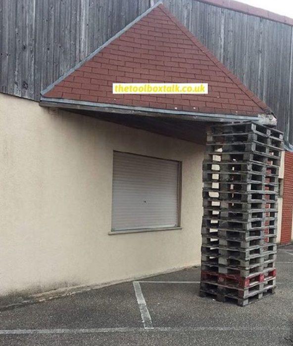 rejas de madera mantiene tejado d euna casa