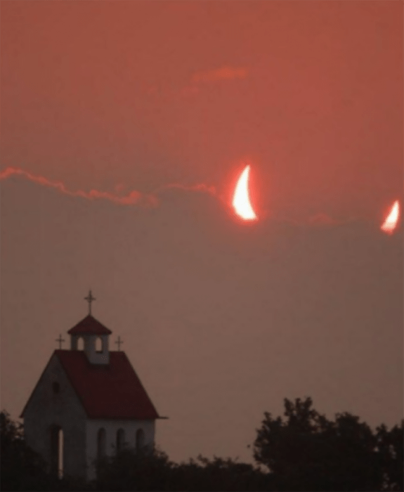 ilusión de cuernos en el cielo