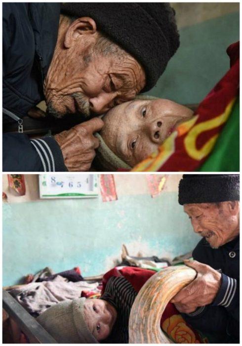 anciano alberga a una anciana