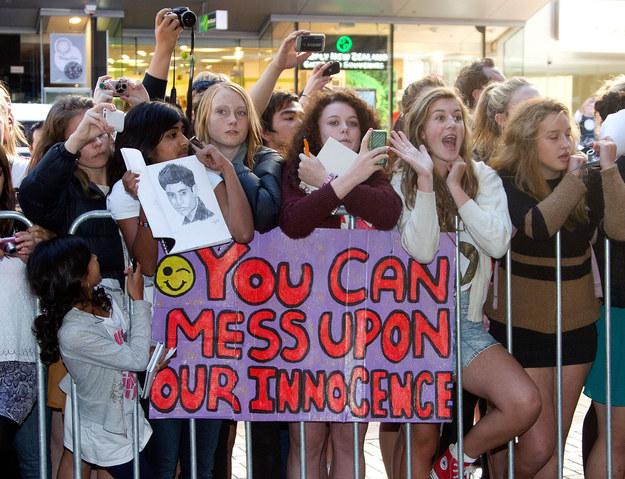 puedes arruinar nuestra inocencia cartel fans