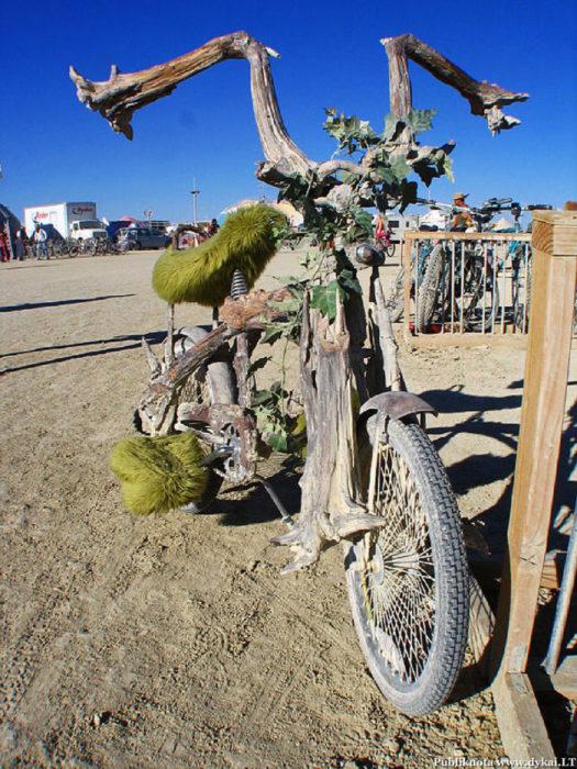 bicicleta hecha con naturaleza