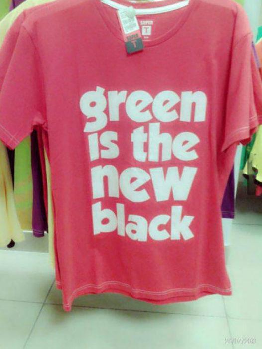 camisa roja que afirma que el verde es el nuevo negro
