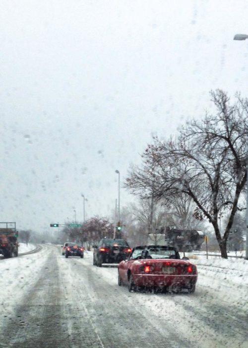 convertible bajo la nieve