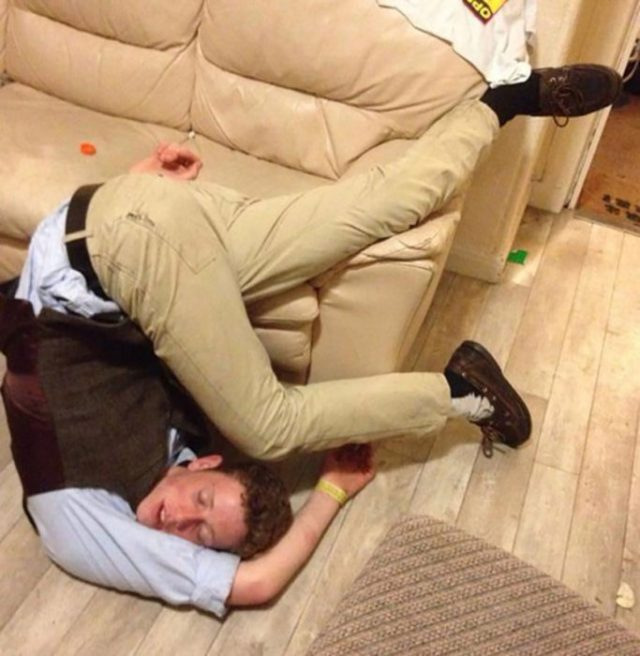 borracho en situación incómoda
