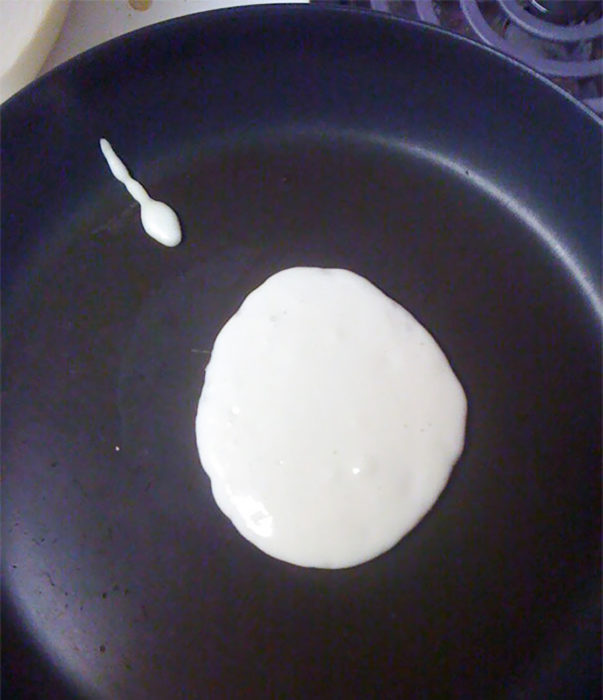 pancakes que semejan un óvulo y un espermatozoide