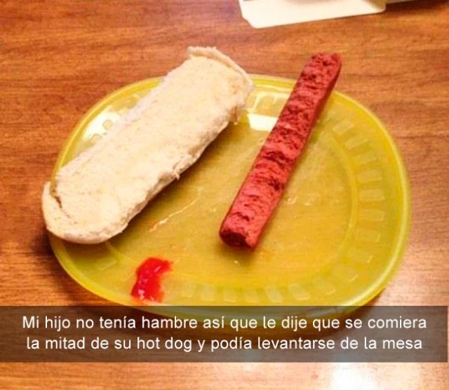 mitad de un hot dog masticado