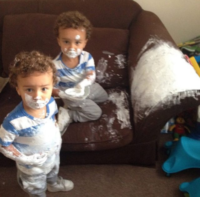 gemelos traviesos