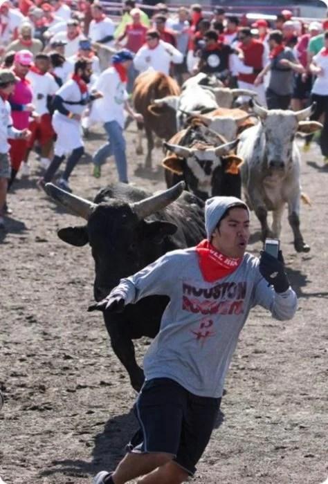 no moriré sin una fotografía con el toro