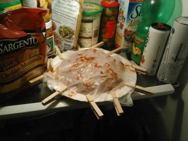 Esposo guardó las sobras de la comida