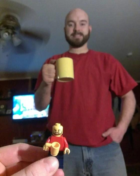 Figura de lego similar a un hombre