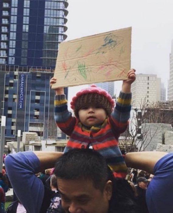 Bebé protestando