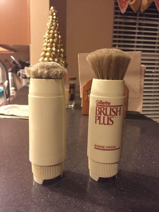 cepillo para afeitar vieja y nueva