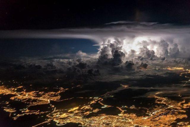 Tormenta cargada sobre la urbe de Panamá