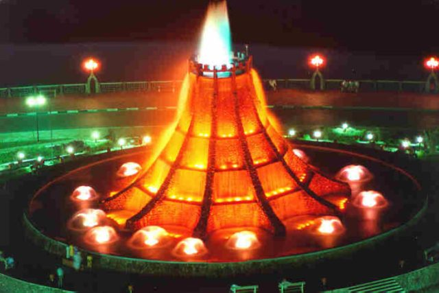 Fuente del volcán en Abu Dhabi