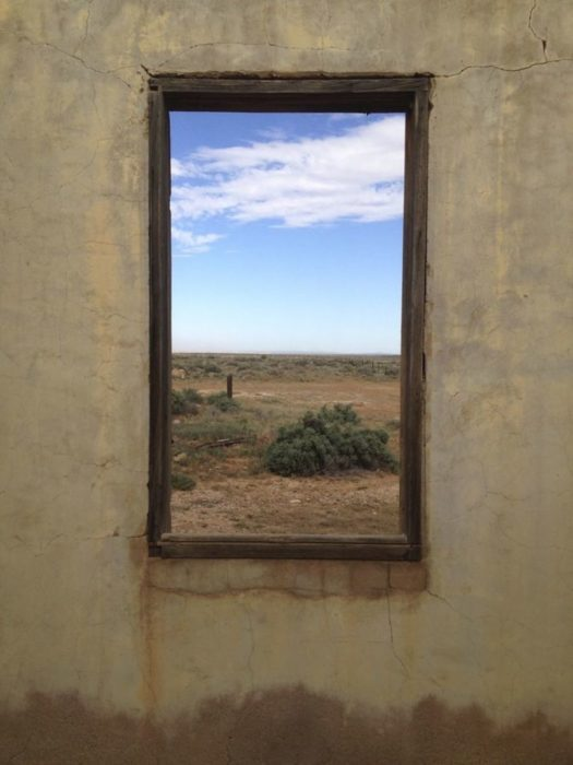 ventana pareciese ser un cuadro de arte realista