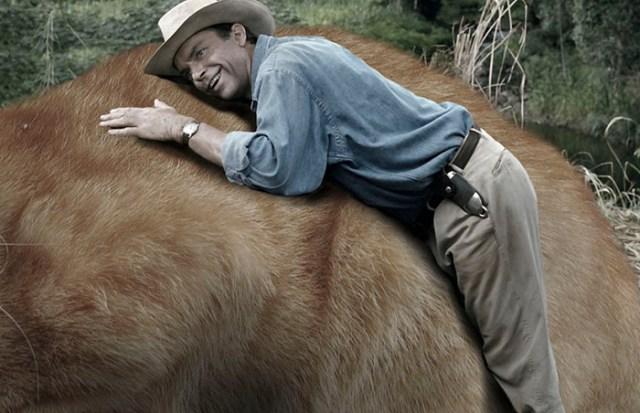 Jurassic park abrazando a gatito gigante