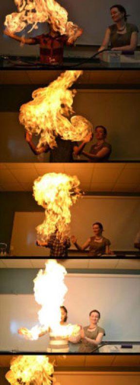 Maestra incendia a estudiantes