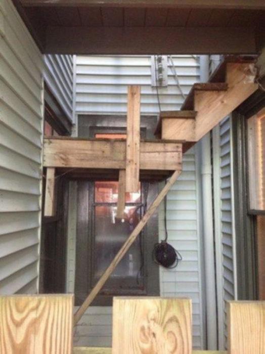 escaleras casa de forma fail