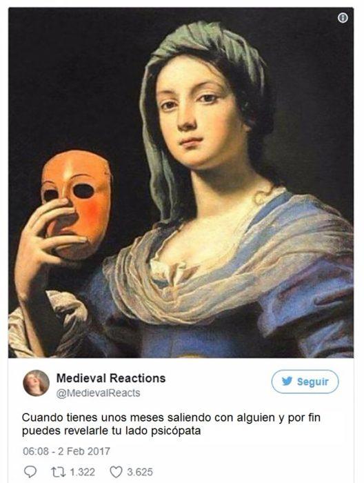 mujer que se quita la mascara
